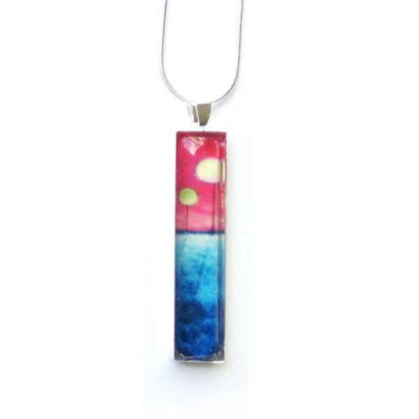long_pendant_in_pink_and_blue