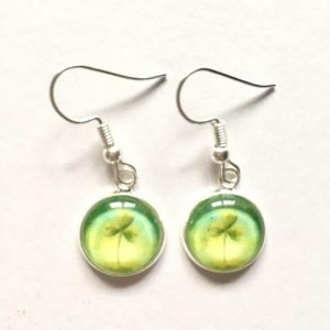 drop_earrings_with_shamrock_visual