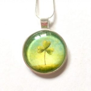 painting_of_shamrock_in_pendant